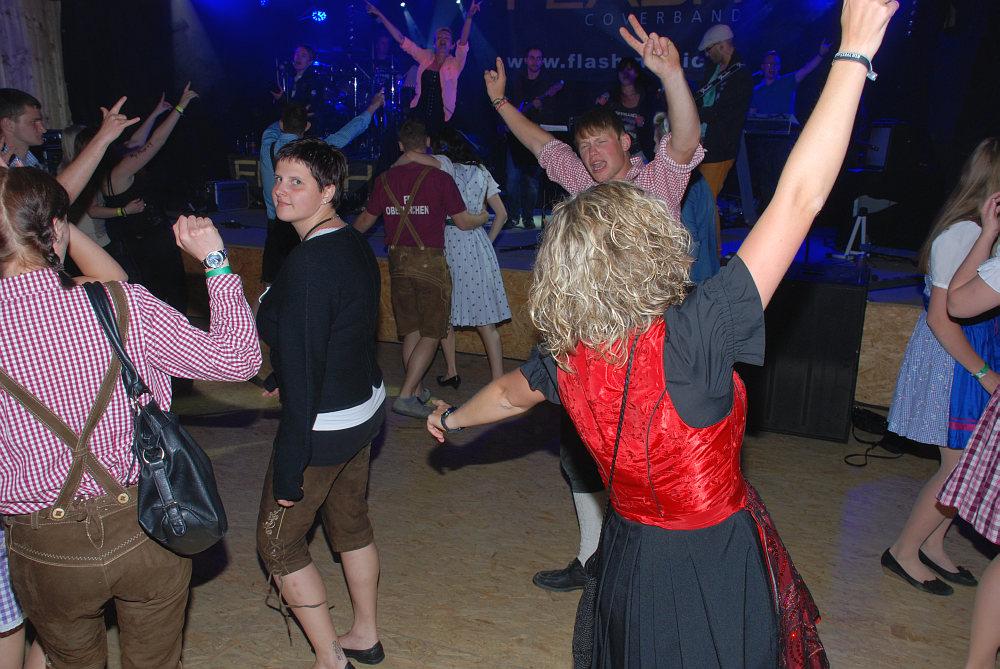 Bombenstimmung auf der Tanzfläche beim Grisu Almfest in Wurmbrand