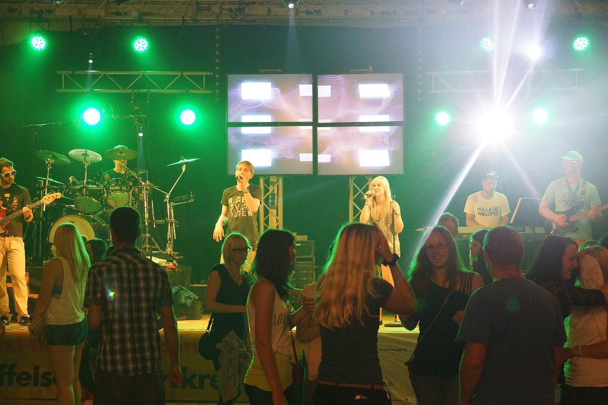 Partyband Flash auf der Donau Beach Party Pyrawang (zwischen Engelhartszell und der Grenze zu Bayern) 2014