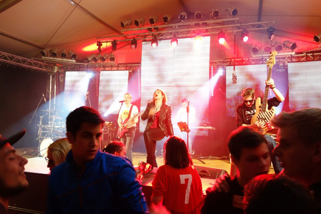Coverband Flash gibt Vollgas am Sportlerfest Arbesbach