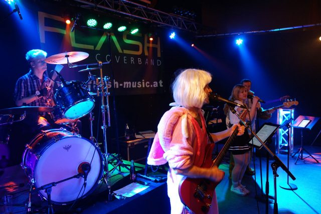 Coverband Flash live am Lumpenball Schalchen