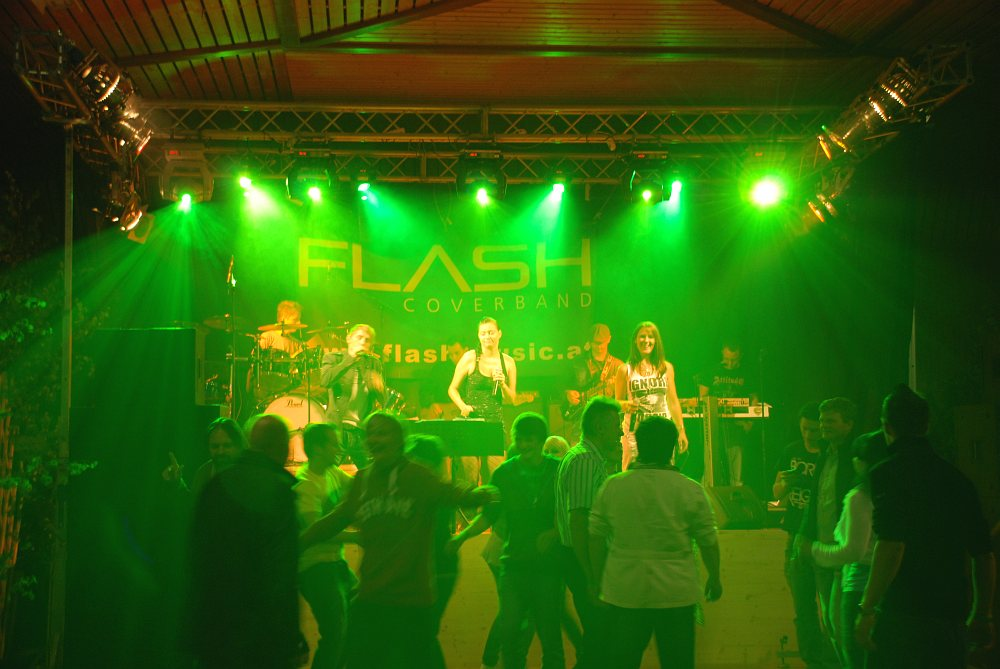 Coverband Flash beim Hallenfest Weitersfelden