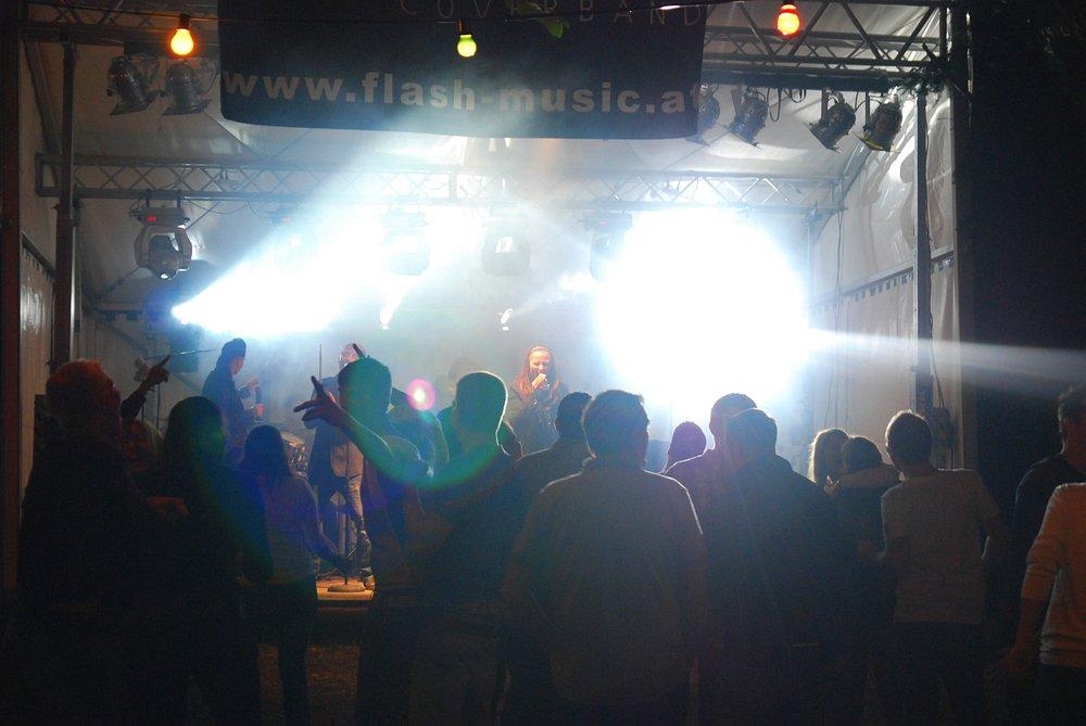 Waldfest Mistelbach bei Wels mit der Coverband Flash
