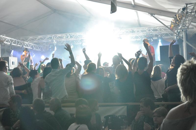 Bombenstimmung beim Römerfest Kematen mit der Showband Flash