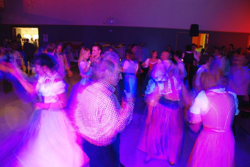 Tolle Stimmung auf der Tanzfläche beim Trachtenball Schleißheim