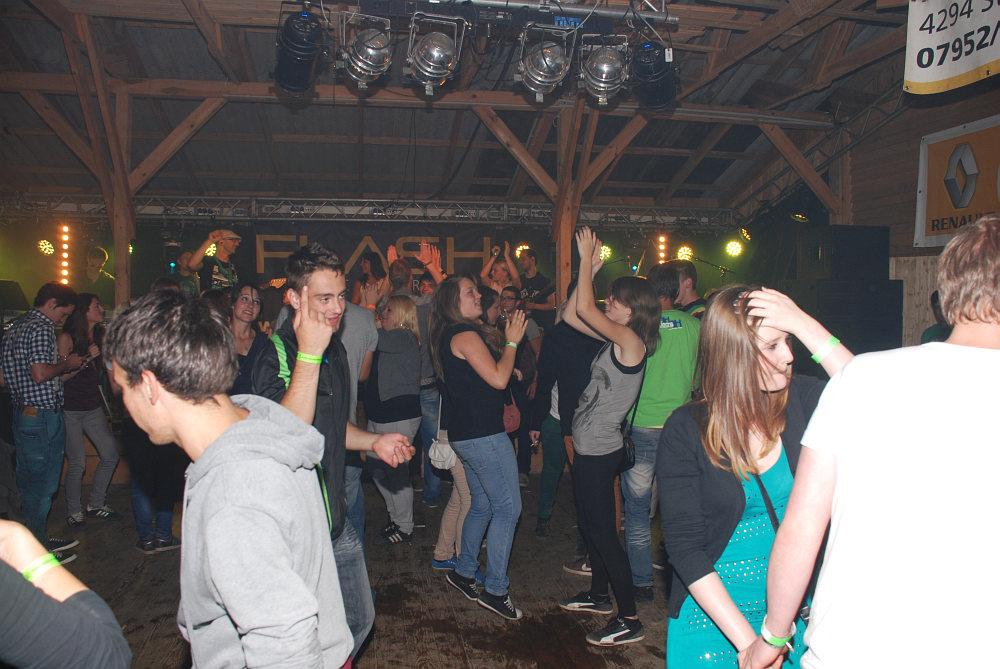Volle Tanzfläche und Bombenstimmung am Hüttenfest in Langfirling