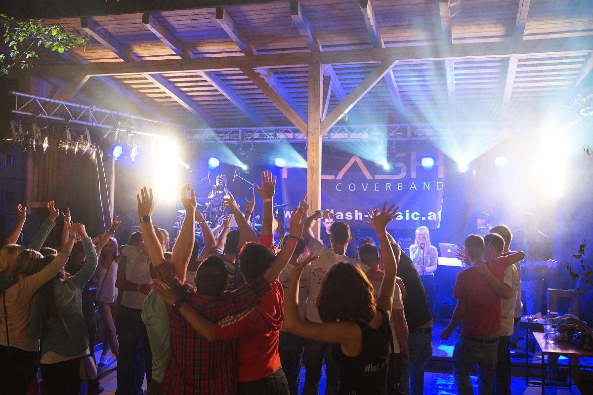 Super Stimmung auf der Tanzfläche beim Waldfest Seiterndorf (Waldviertel / Niederösterreich) mit der Partyband Flash