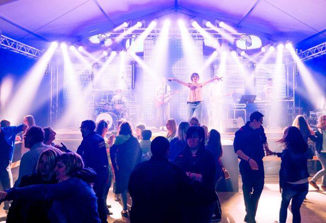Band bei einem Zeltfest